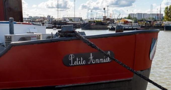 Boat rental Chantier Plaquet Freyssinet in Bordeaux on Samboat