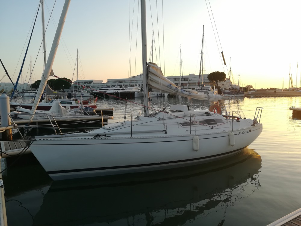 Sailboat for rent Le Grau-du-Roi at the best price