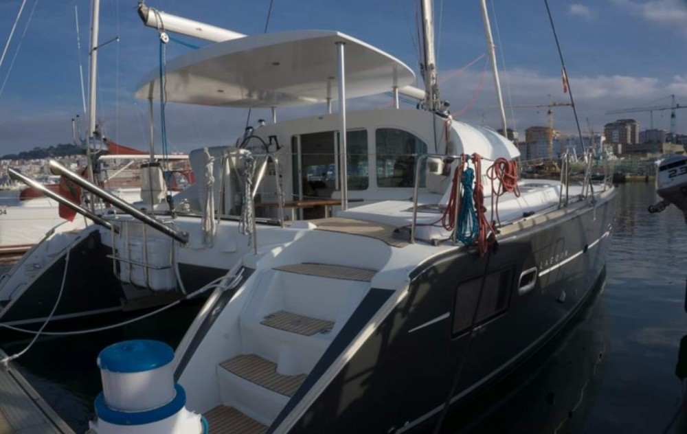 Catamaran for rent Sanxenxo at the best price