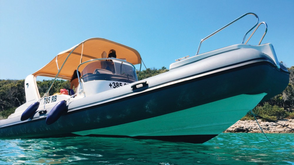 Boat rental Aquamax B23 F in  on Samboat