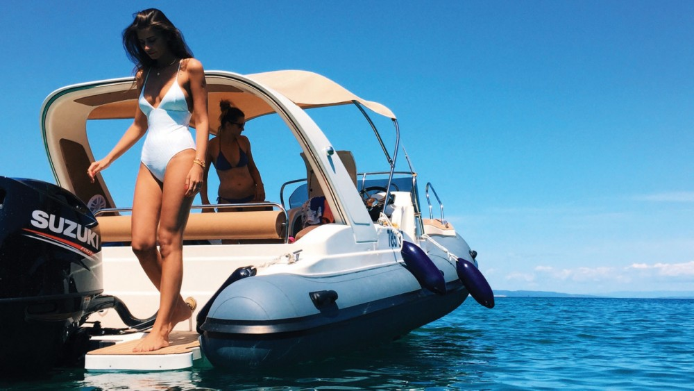 Boat rental  cheap B23 F