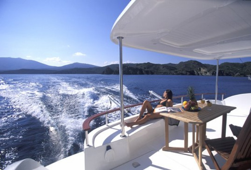 Boat rental Fountaine Pajot Cumberland 43 in Valencia on Samboat