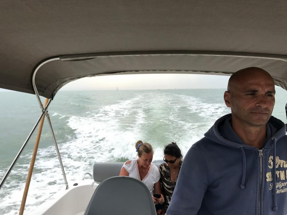 Rent a B2 Marine Cap Ferret 650 Open Sun Deck Jau-Dignac-et-Loirac