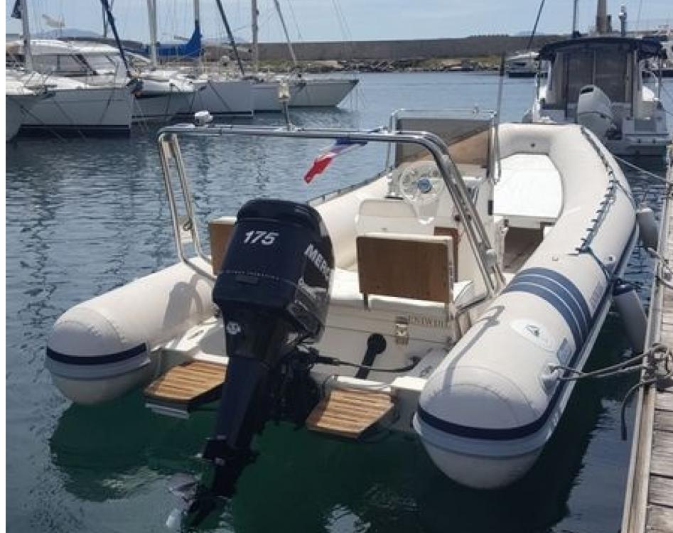Boat rental Alson Flash 650 in Marseille on Samboat