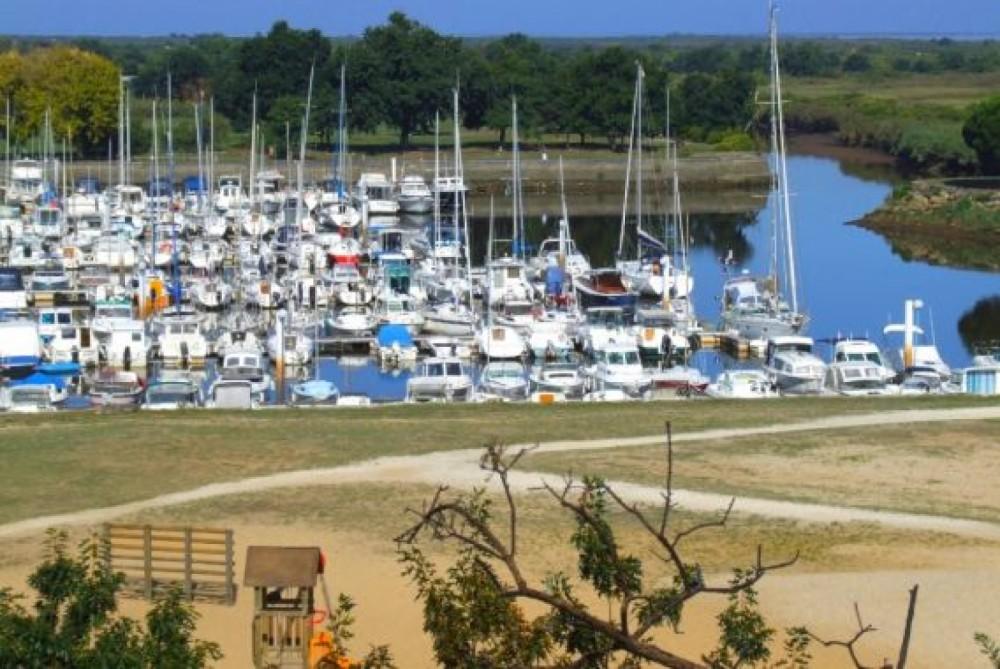 Rental Sailboat in Le Teich - B2 Marine Djinn 7