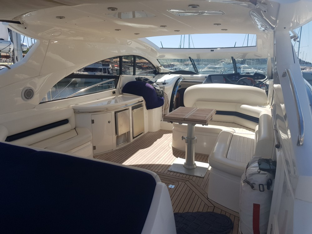 Hire Yacht with or without skipper Sunseeker Saint-Tropez