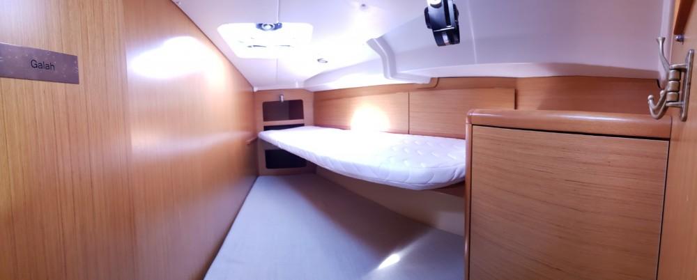Rental Sailboat in Badalona - Jeanneau Sun Odyssey 44i