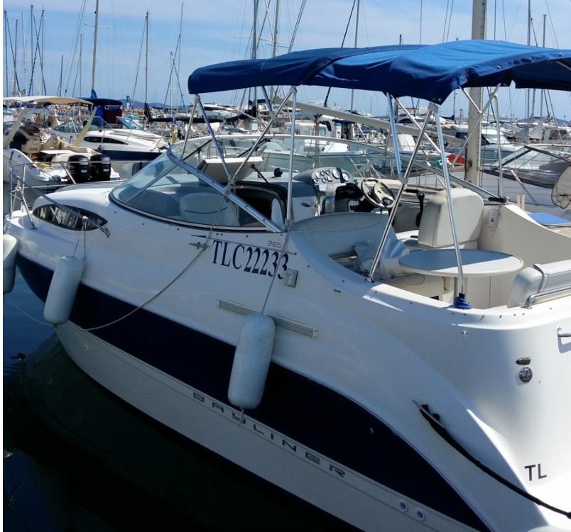 Boat rental Bayliner Bayliner 265 SB in Hyères on Samboat