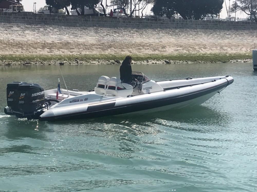 Rental yacht Bénodet - Revenger 29S MK2 on SamBoat
