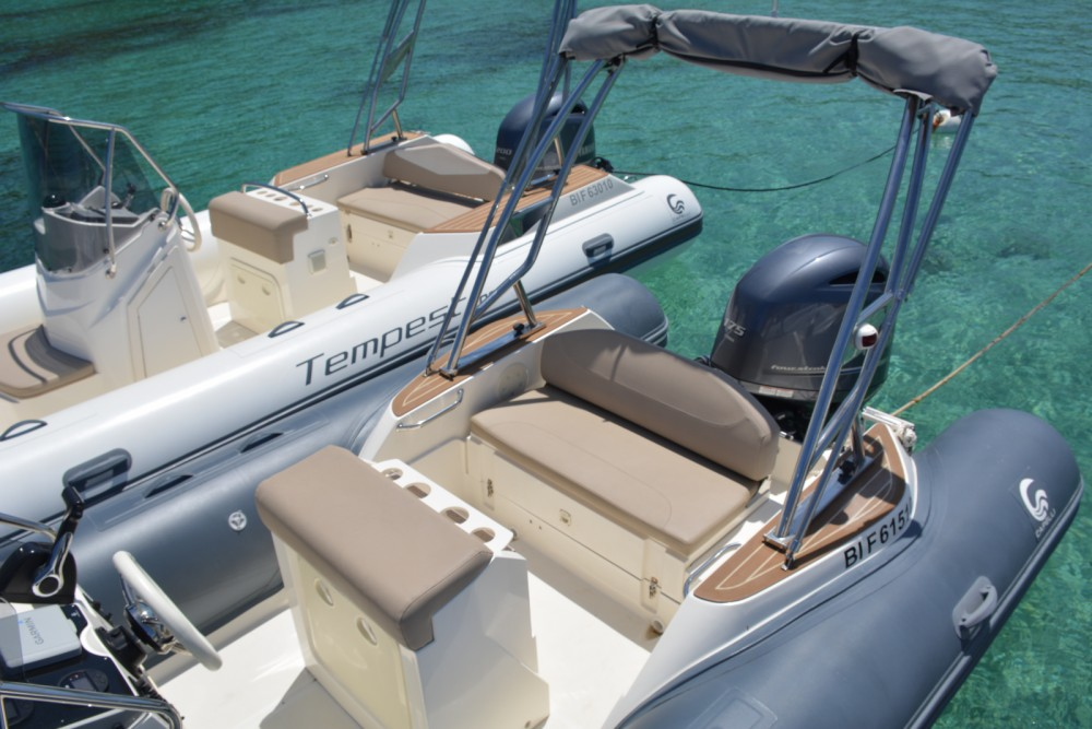 Boat rental Capelli Tempest 650 luxe in Algajola on Samboat
