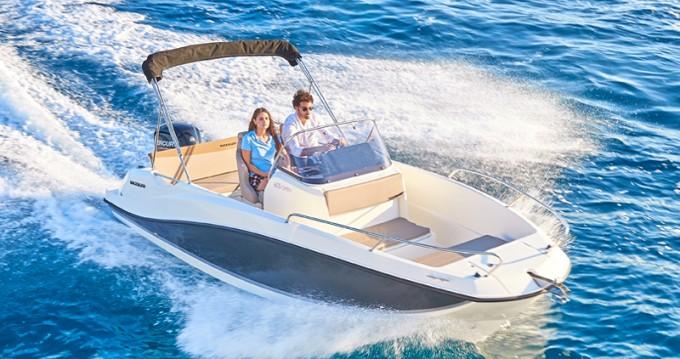 Boat rental Quicksilver Activ 605 Open in Puerto Alcocéber on Samboat
