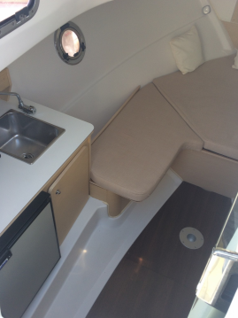 Bénéteau Flyer 750 sundeck between personal and professional Cannes