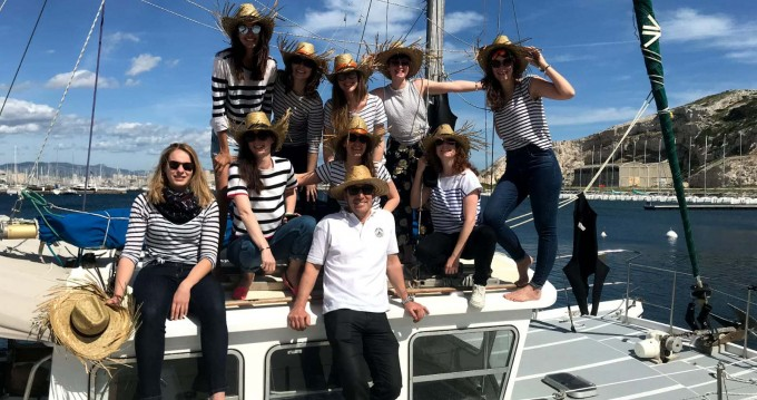 Hire Motorboat with or without skipper catfisher Old Port of Marseille