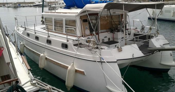 Rental Motorboat in Old Port of Marseille - catfisher 28