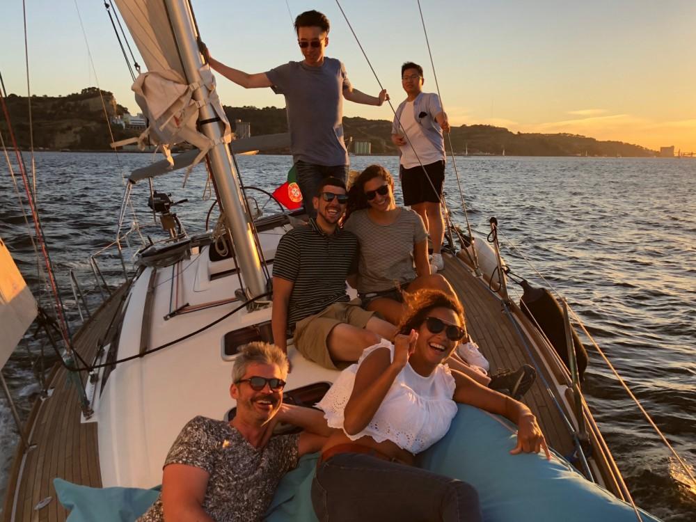Rental yacht Lisbon - Bénéteau Oceanis 37 on SamBoat