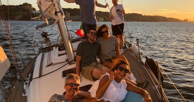 Rental yacht Parque das Nações - Bénéteau Oceanis 37 on SamBoat