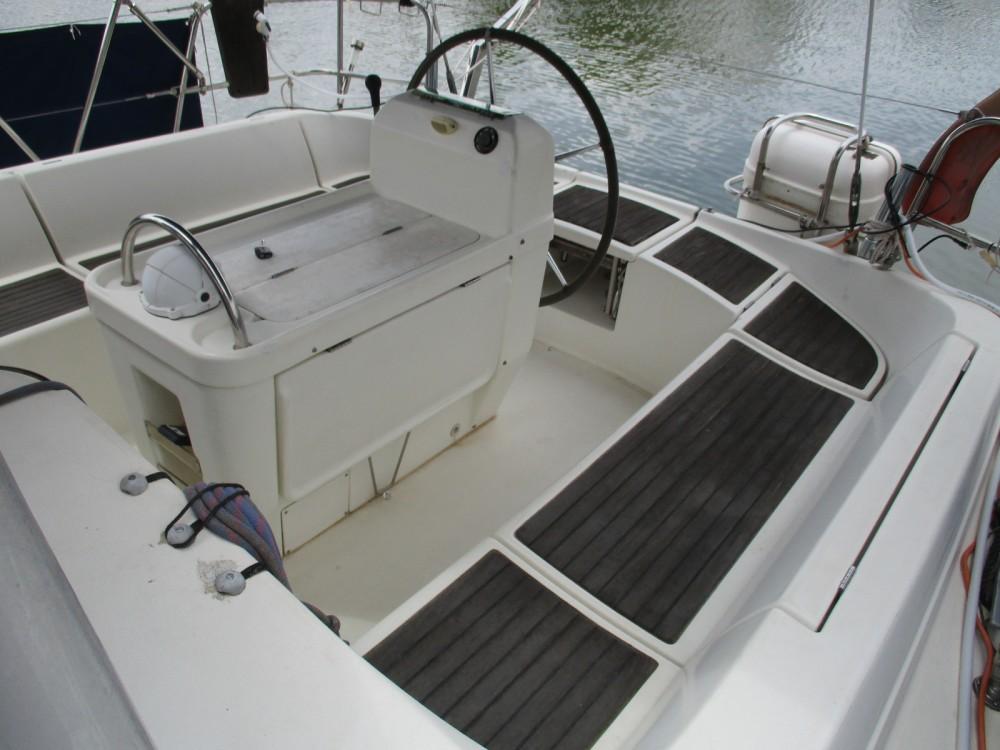 Boat rental Bénéteau oceanis 370 in Roses on Samboat