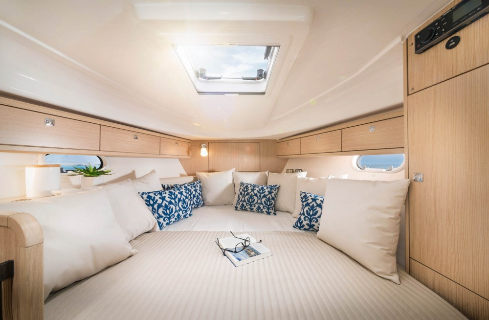 Motor boat for rent Moniga del Garda at the best price