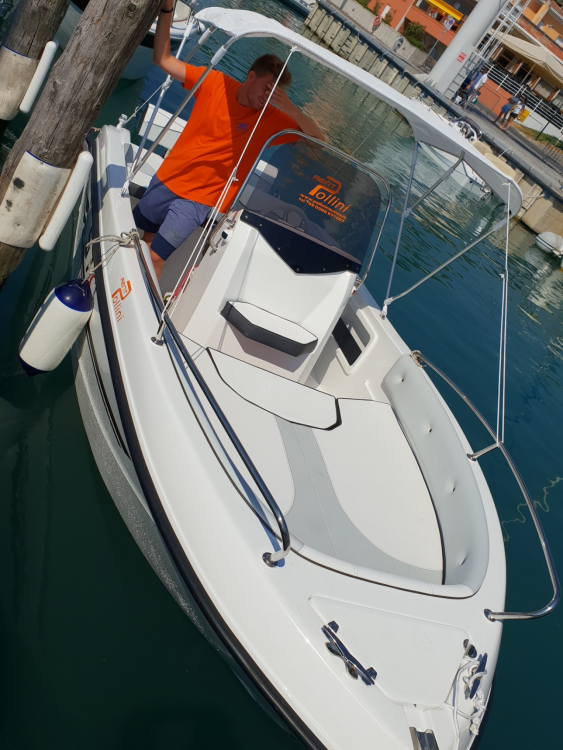 Rental Motor boat TRIMARCHI with a permit