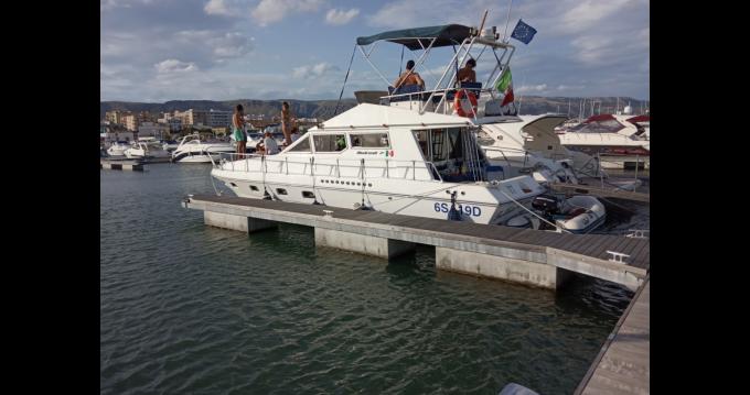 Boat rental Mochi Craft Mochi Craft 42 Fly in Manfredonia on Samboat