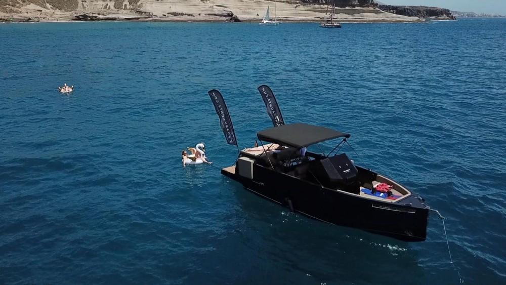 Boat rental  cheap D28
