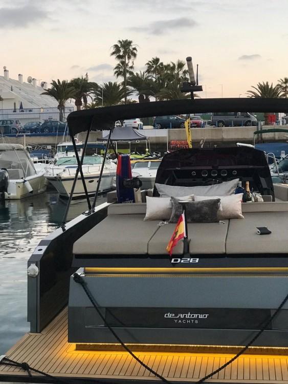 DE ANTONIO Yachts D28 between personal and professional