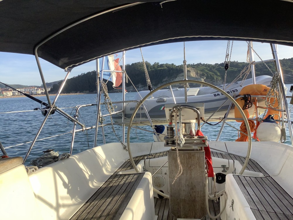 Hire Sailboat with or without skipper Jeanneau Hendaye