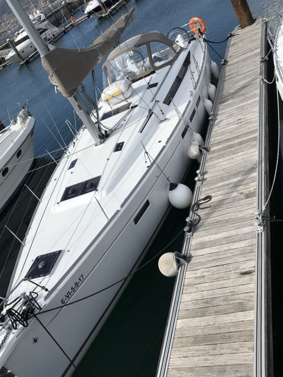 Hire Sailboat with or without skipper Jeanneau Vigo