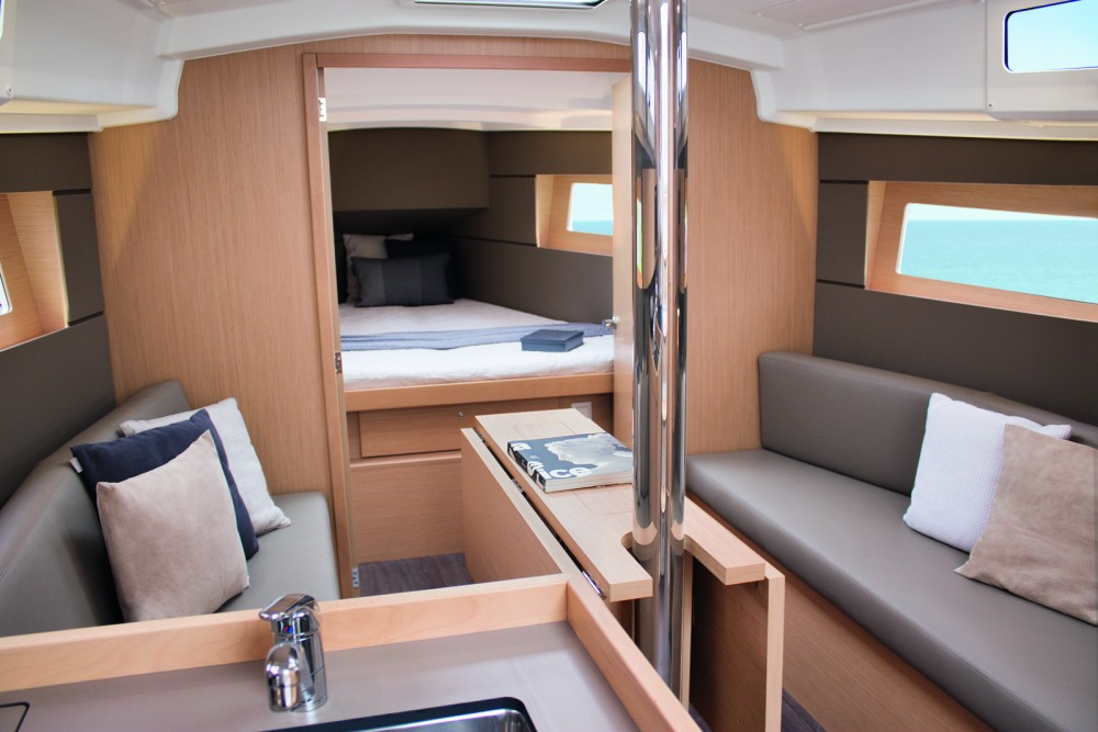 Bénéteau Oceanis 35.1 between personal and professional Barcelona