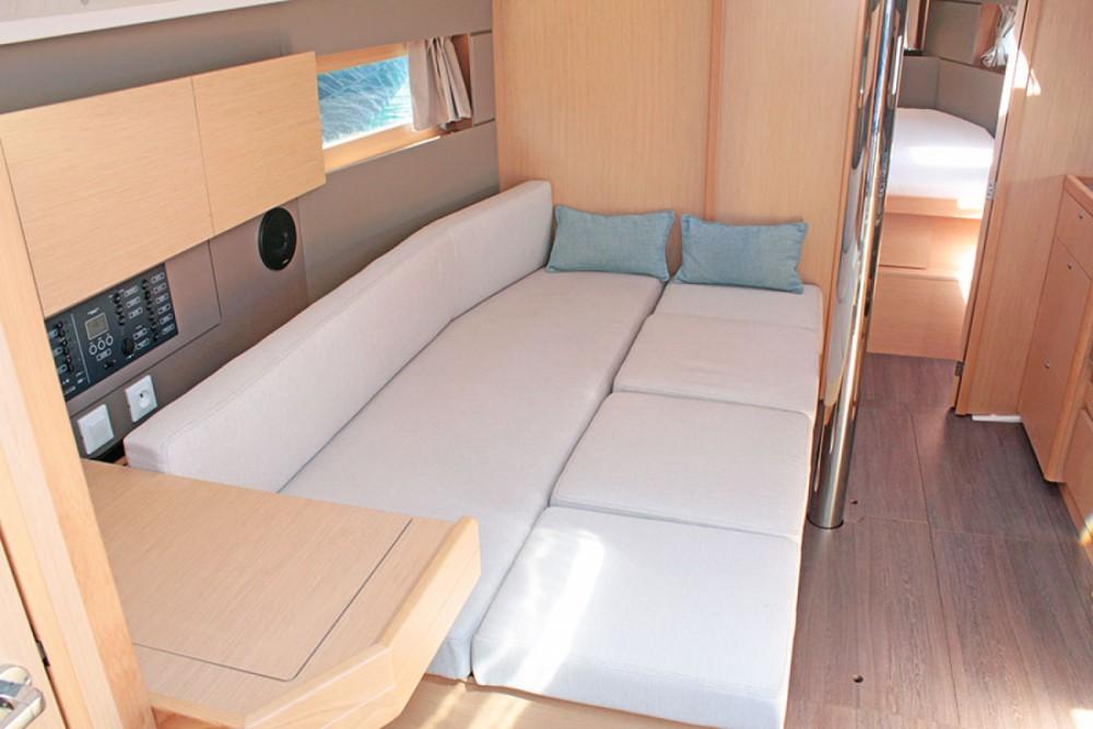 Rental yacht Palma - Bénéteau Oceanis 38.1 on SamBoat