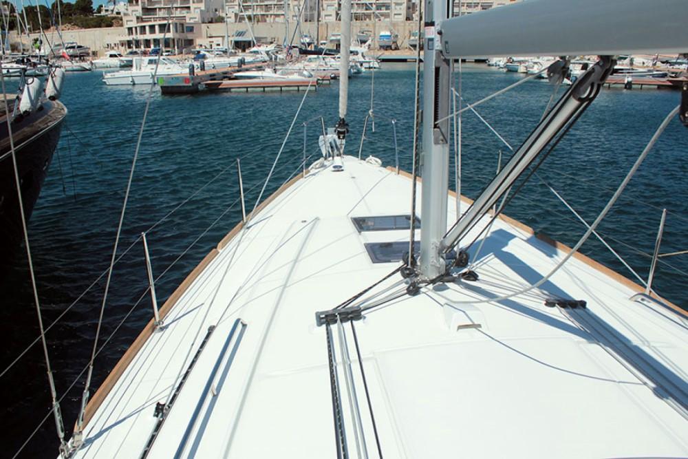 Rental Sailboat in Palma - Bénéteau Oceanis 38.1