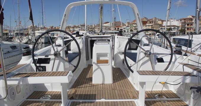 Boat rental Bénéteau Oceanis 35.1 in Palma on Samboat