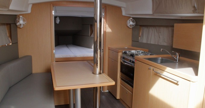 Rental Sailboat in Palma - Bénéteau Oceanis 35.1