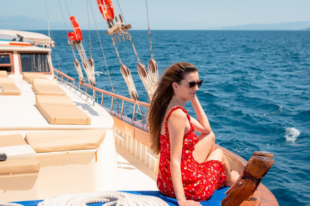 Rental Motor boat Cruisers with a permit