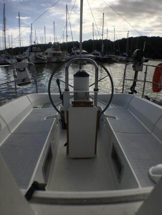 Rental Sailboat in Quiberon - Bénéteau OCEANIS 350