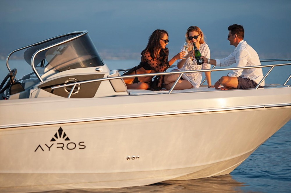 Hire Motor boat with or without skipper ayros Moniga del Garda