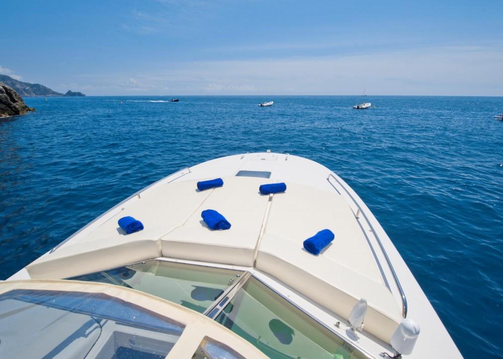Rental Motor boat in Positano - Itama Itama 38