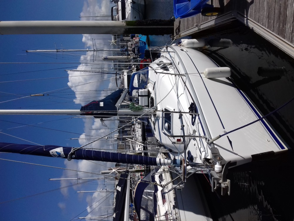 Hire Sailboat with or without skipper Jeanneau Brest
