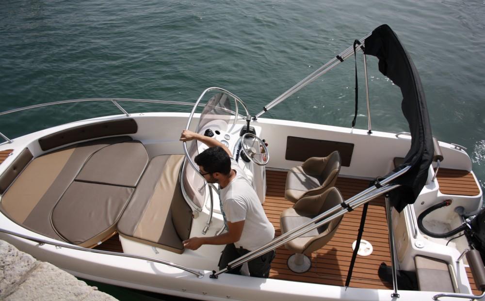 Boat rental Saver 580 open in Setúbal on Samboat
