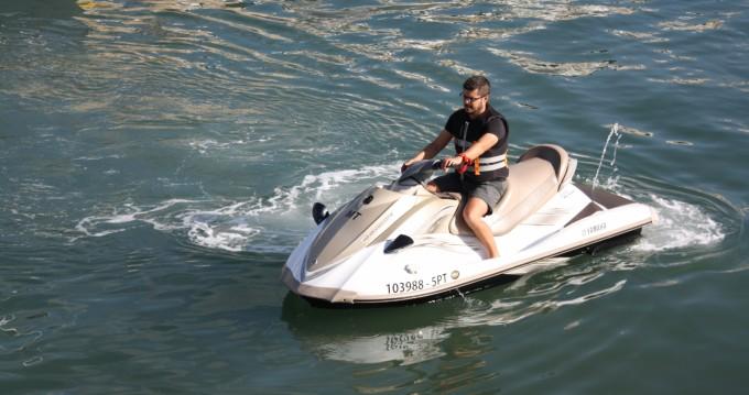 Boat rental Setúbal cheap vx1100