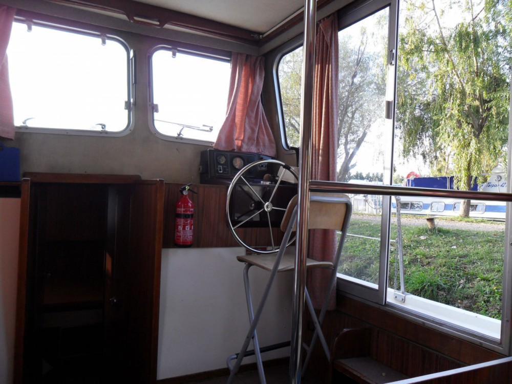 Canal boat for rent Saint-Jean-de-Losne at the best price