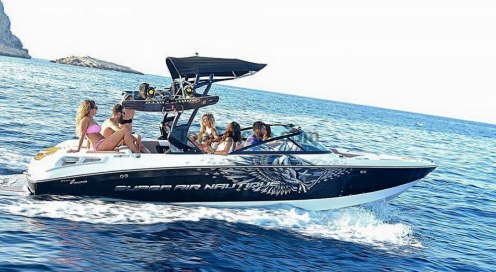 Rental Motor boat Nautique Correct Craft with a permit