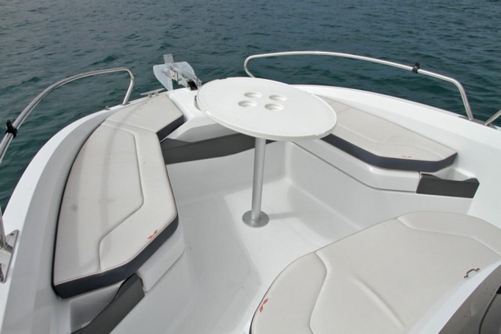 Rental Motor boat in Saint-Gilles-Croix-de-Vie - Bénéteau Flyer 6.6 SPACEdeck