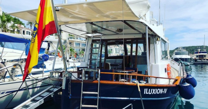 Motorboat for rent Mahón at the best price