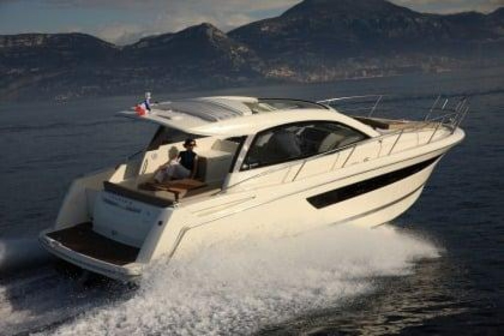 Hire Motor boat with or without skipper Jeanneau Maó