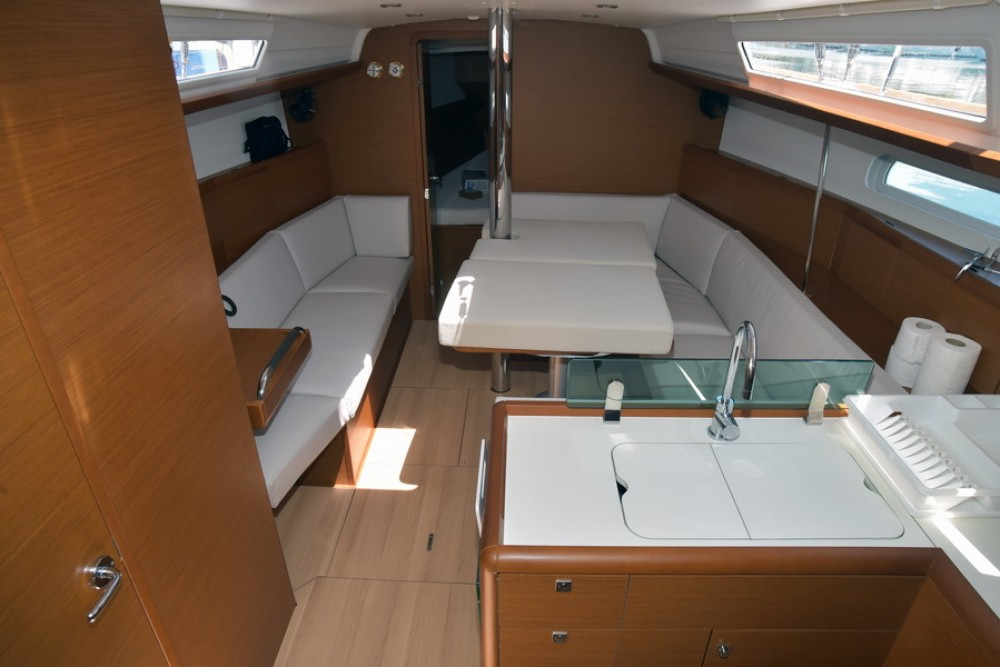 Jeanneau Sun Odyssey 389 between personal and professional Skiathos