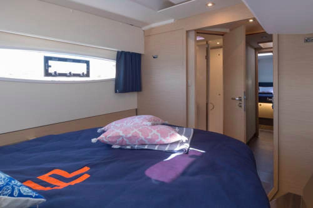 Rental Catamaran in Newport - Fountaine Pajot Astrea 42
