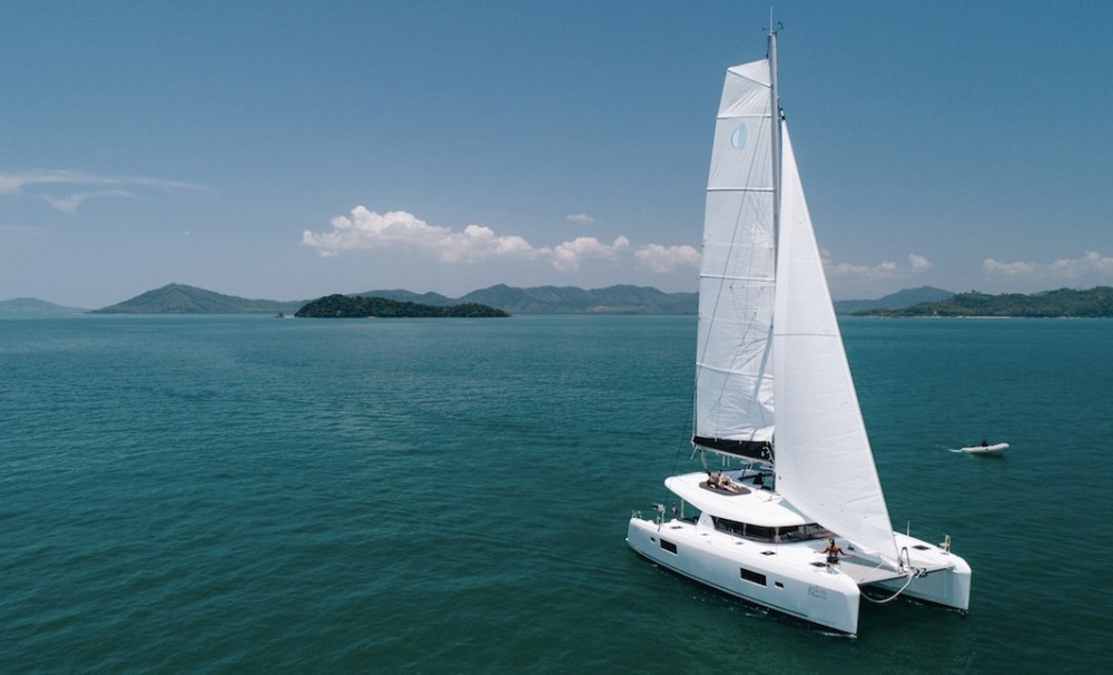 Boat rental Phuket cheap Lagoon 42