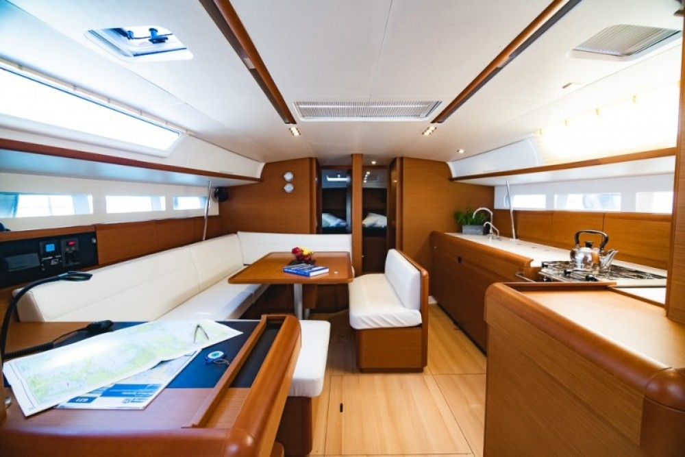 Jeanneau Sun Odyssey 519 between personal and professional Atene