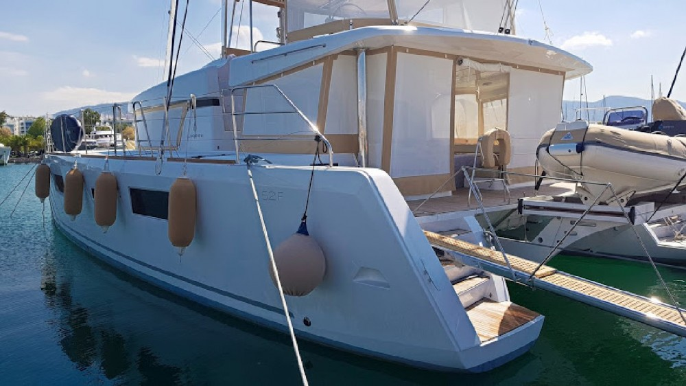 Catamaran for rent Tourlos at the best price